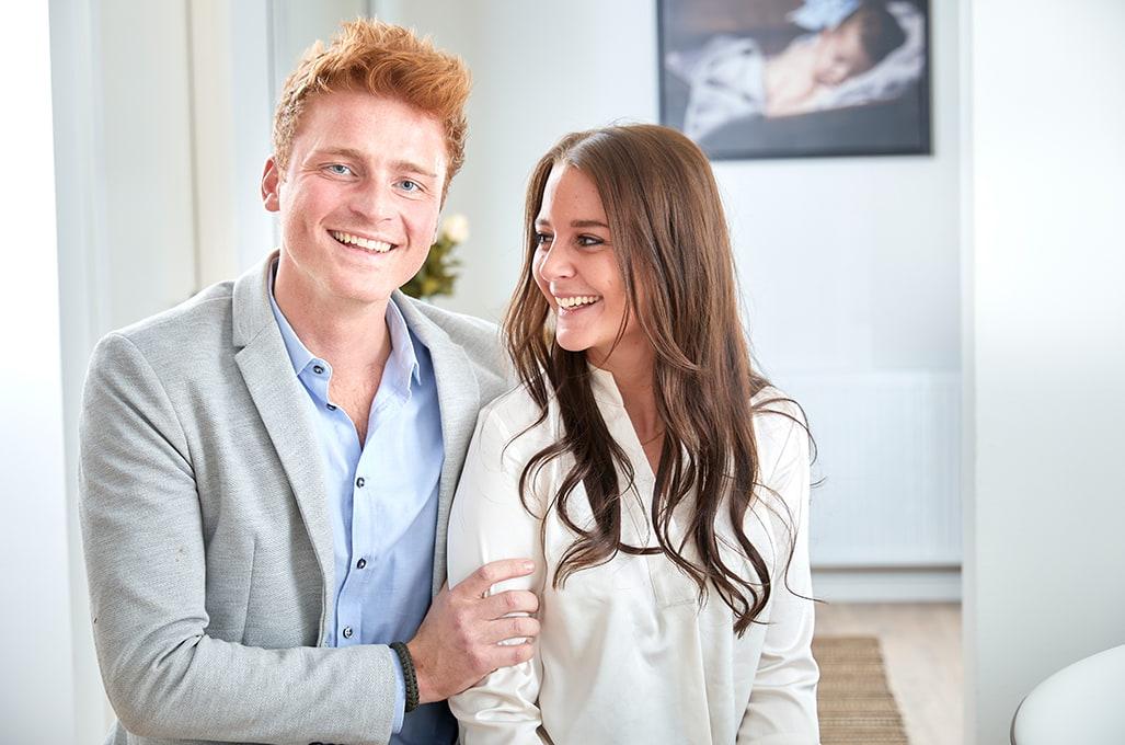 Glad ungt par til tidlig graviditetsscanning